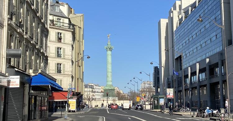 リヨン通りからみたバスチーユの天使
